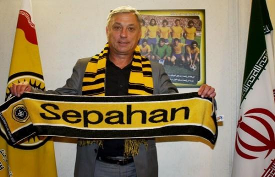 المدرب الكرواتي زلاتكو كرانيكار المدير الفني للفريق الكروي الأول ل نادي سباهان أصفهان الإيراني