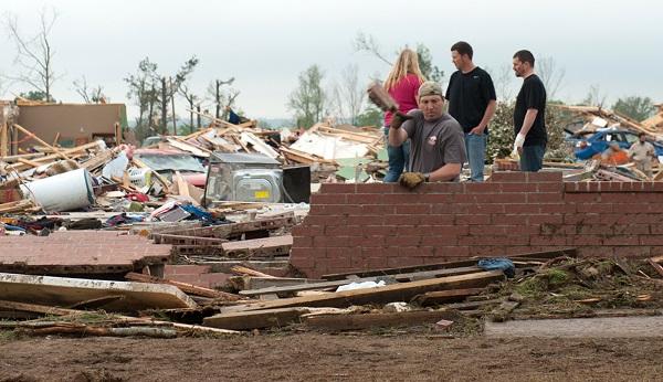 بالفيديو والصور.. إعصار جنوب وسط أمريكا قتل البشر واقتلع الشجر - المواطن