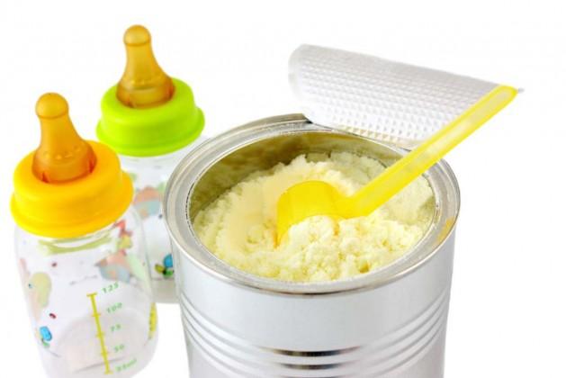 """دودة داخل علبة حليب أطفال بـ""""تربة"""""""