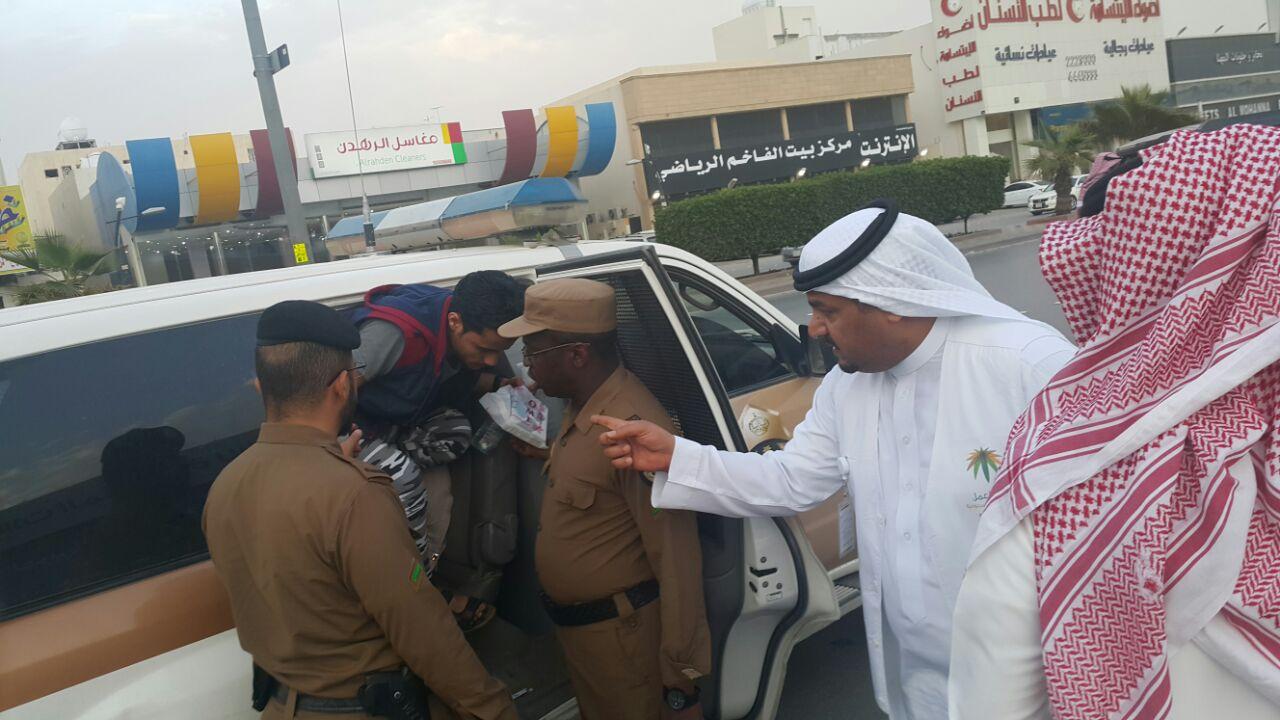 120 مخالفة تم ضبطها في الحملة التي نفذها فرع وزارة العمل بالرياض على محلات الاتصالات (8)