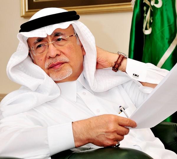 عبدالعزيز خوجة - خوجه وزير الأعلام
