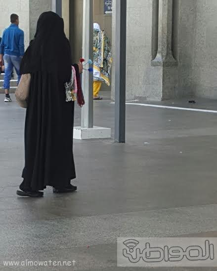 بائعاتٌ تنقضّ على مصليات مسجد قباء بـ #المدينة123