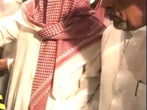 """بالفيديو.. عبدالله بن بندر بعد سماعه معاناة شاب سعودي : """"باعقب لكم على الأمانة حتى حل مشاكلكم"""" - المواطن"""