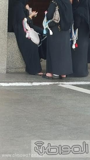بائعاتٌ تنقضّ على مصليات مسجد قباء بـ #المدينة