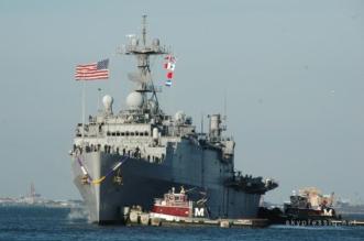 5 طلقات من المدمرة الأميركية تجبر سفينة إيرانية على التراجع - المواطن