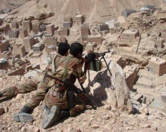 مقتل وإصابة 22 جندياً يمنياً أثناء تأديتهم صلاة المغرب
