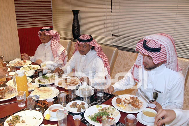 """بالصور.. """"المواطن"""" تقيم إفطاراً رمضانياً لمنسوبيها بالمركز الرئيسي بالرياض - المواطن"""
