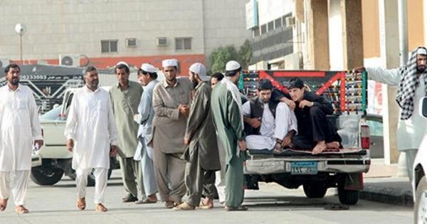 عمال - باكستانيين - مخالفين