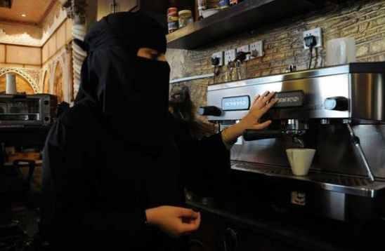 سعوديات يعملن
