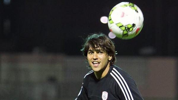 اللاعب البرازيلي روجيرو لاعب فريق الشباب السعودي والمعار من نادي الكويت الكويتي