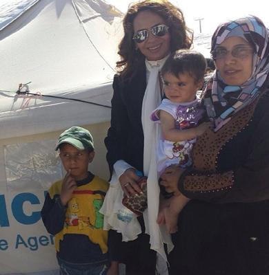 بالصور.. مساعدة الوليد تلتقي اللاجئين بمخيم الزعتري - المواطن
