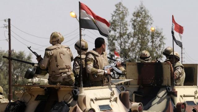 مصرع 17 جندياً مصرياً في هجوم انتحاري قرب العريش