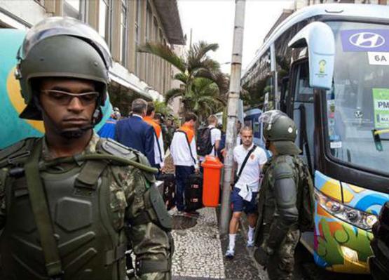 أزمة تلوح في الأفق.. إضرابات في اليوم الأول من المونديال