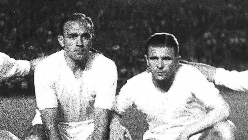 """Madrid, SPAIN:  (FILES) Real Madrid's players (from L) Frenchman Raymond Kopa, Rial, Argentinian-born Alfredo Di Stefano, Hungarian-born Ferenc Puskas and Gento pose before the start of a Liga football match 06 June 1959 at Santagio Bernabeu stadium in Madrid.  Hungarian football legend Ferenc Puskas, the inspiration of the """"Mighty Magyars"""" national side that dominated world football in the 1950s, has died after a long illness, the national Hungarian agency MTI reported 17 November 2006. He was 79. AFP PHOTO FILES + SPAIN OUT  (Photo credit should read STAFF/AFP/Getty Images)"""