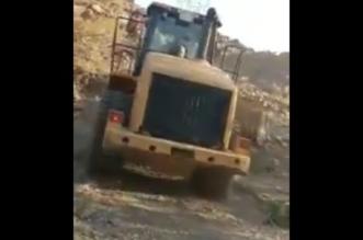 بالفيديو.. بتوجيه الفيصل .. إزالة 4 مواقع تُمارَس فيها شركيات بميسان - المواطن