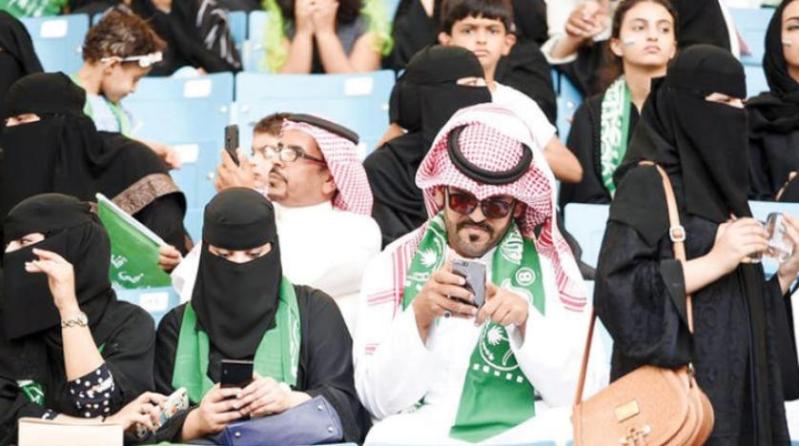 بالفيديو .. كيف رد اتحاد الرياضة المجتمعية على حضور العائلات للمباريات؟