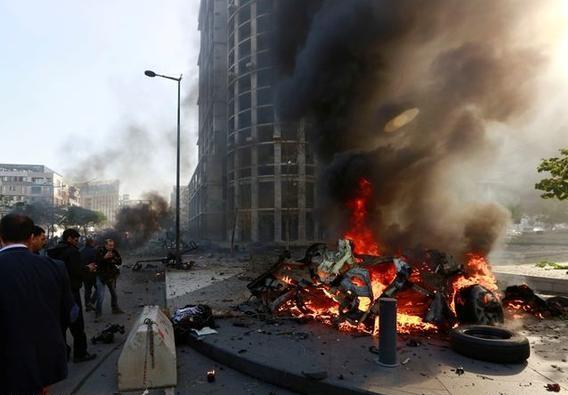 التفجير الانتحاري الذي وقع في فندق من أربع نجوم بالقرب من السفارة السعودية ببيروت