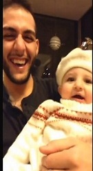 طفلة أردنية تقلد عمها وتجذب ملايين المشاهدات في 3 أيام - المواطن