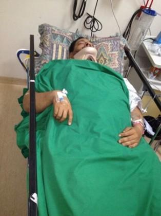 بالصور.. ذوو المصاب بحادثة مجسم جدة يطالبون بعلاجه خارج المملكة