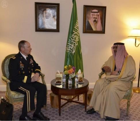 محمد بن نايف و  رئيس وكالة الأمن القومي الأمريكي الفريق كيث الكساندر
