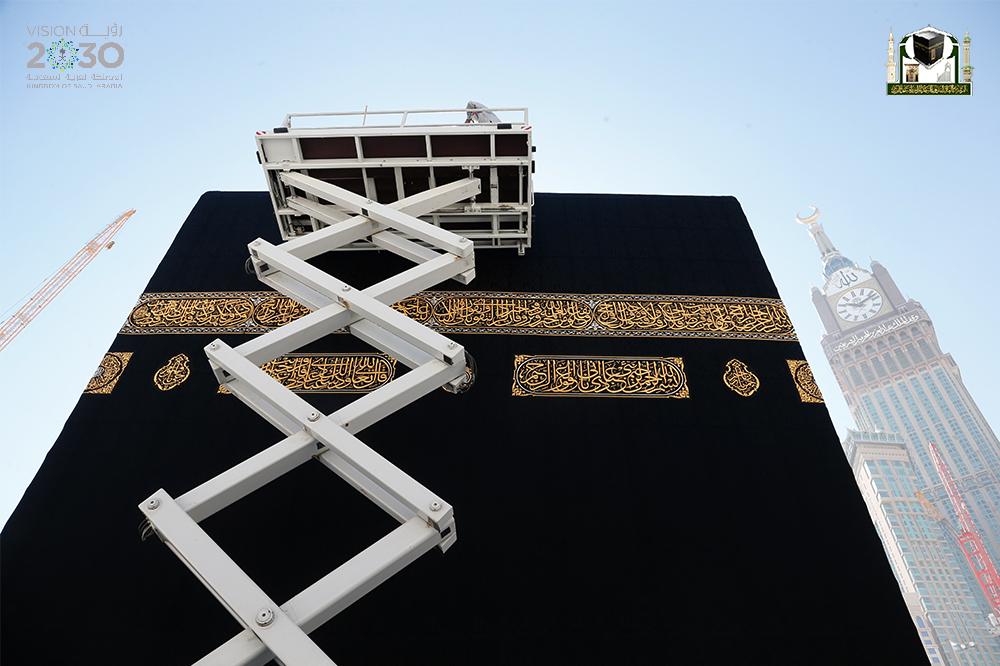 160 عاملا لمتابعة ثوب الكعبة في رمضان (2)