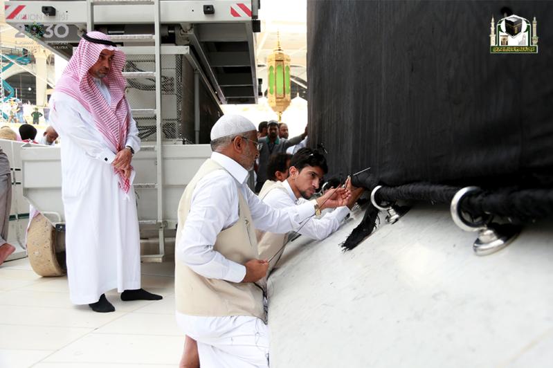 160 عاملا لمتابعة ثوب الكعبة في رمضان (3)