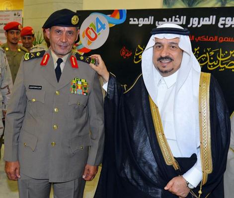أمير القصيم الأمير فيصل بن بندر بن عبدالعزيز -  اللواء ناصر بن صالح الدويسي