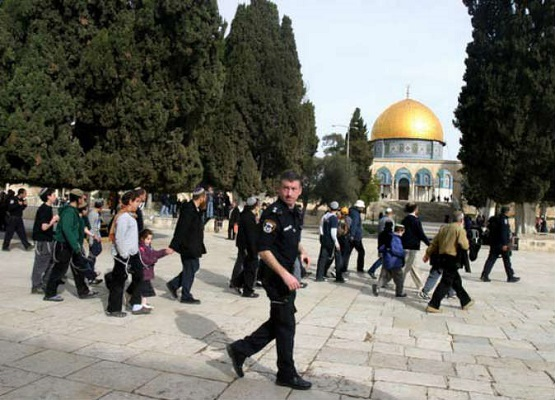 قوة إسرائيلية تقتحم حرم المسجد الأقصى