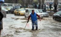 شاهد بالصور.. أمطار غزيرة تغرق شوارع العاصمة الأردنية
