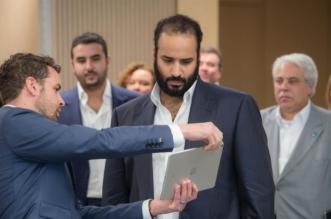 شاهد بالصور .. ولي العهد في شركة أبل لبحث تمكين الشباب السعودي - المواطن