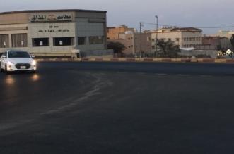 شاهد أهالي الإسكان في خميس مشيط: المدخل الشرقي مغلق ويعيق حركتنا - المواطن