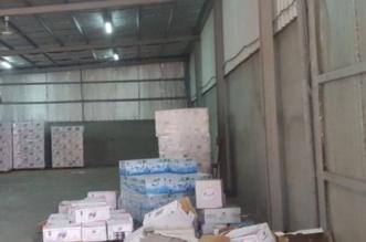 بالصور.. إغلاق مستودع مخالف ومصادرة شاحنة وسيارة ورافعتين بالجموم - المواطن