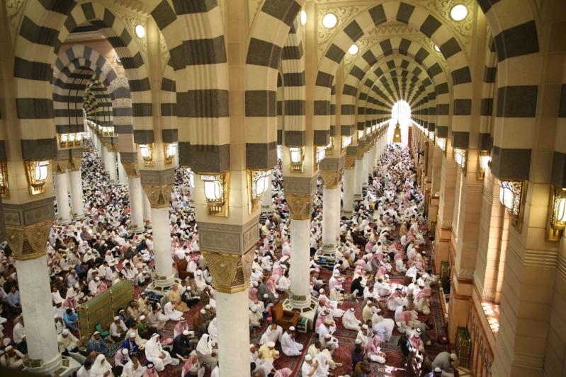 خطيب المسجد النبوي: السجود لله أشرف حالات العبد