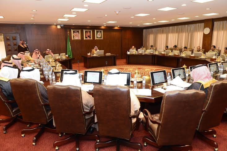 أمير عسير يترأس اجتماع لجنة الدفاع المدني الرئيسة2