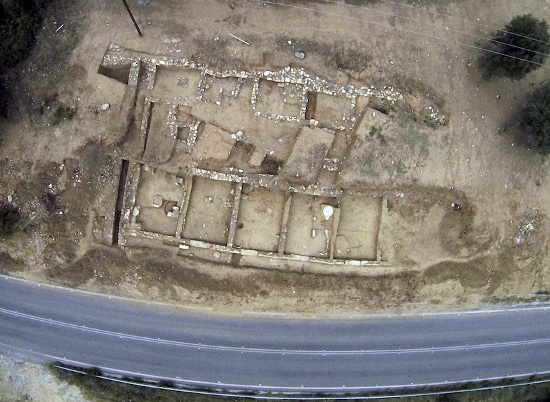 2-700-Year-Old-Shopping-Mall-Unearthed-in-Greece-390572-2