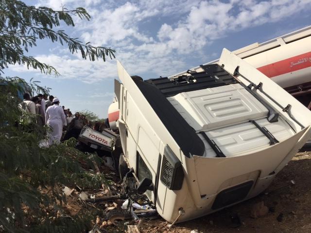 """حالة وفاة وإصابة في انقلاب شاحنة واصطدامها بـ""""وانيت"""" بالمدينة 2 - Copy"""