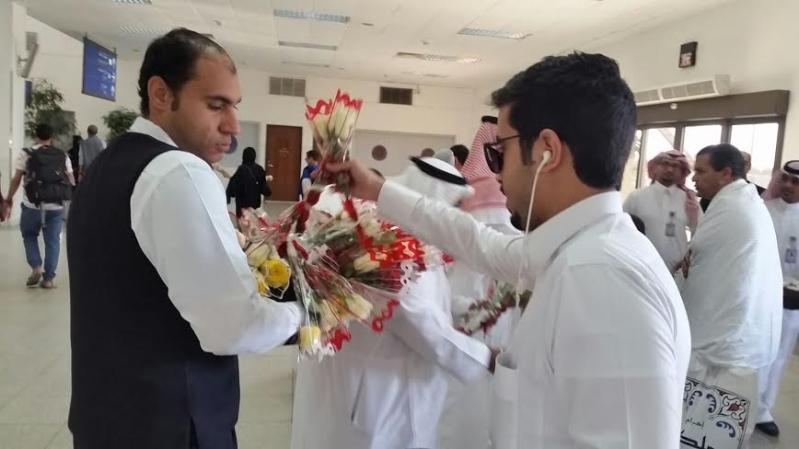 استقبال احتفالي للمسافرين بمطار الملك عبدالعزيز بـ #جدة