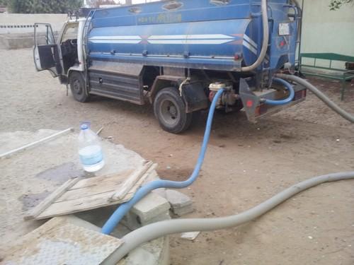 """شركة تتسبب بأزمة مياه حادة في """"الصوالحة"""" بعسير.. وأرقام فلكية لسعر الصهريج"""