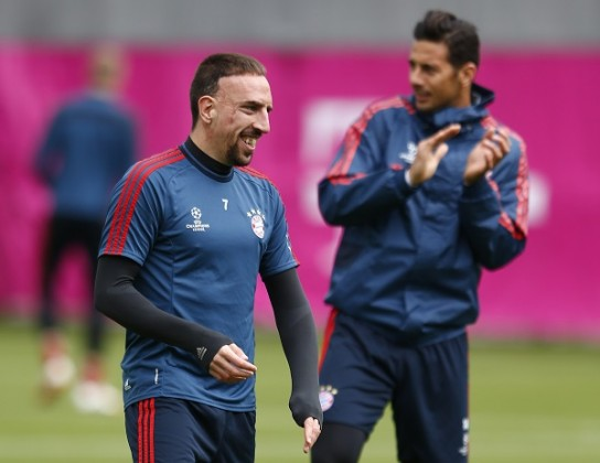 Munich's Ribery and Pizarro attend a training session in Munich