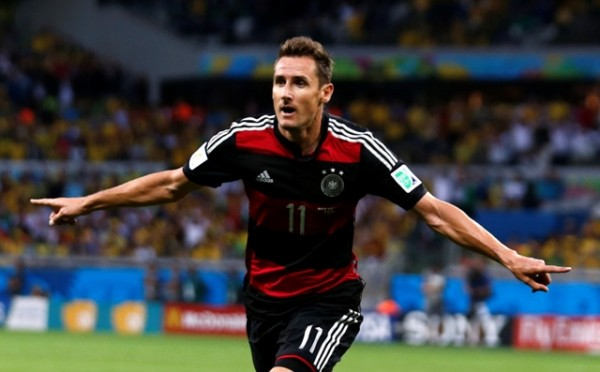Germany's Miroslav Klose celebrates after scoring a goal during the 2014 World Cup semi-finals between Brazil and Germany at the Mineirao stadium in Belo Horizonte July 8, 2014. REUTERS/Marcos Brindicci (BRAZIL  - Tags: TPX IMAGES OF THE DAY SOCCER SPORT WORLD CUP)