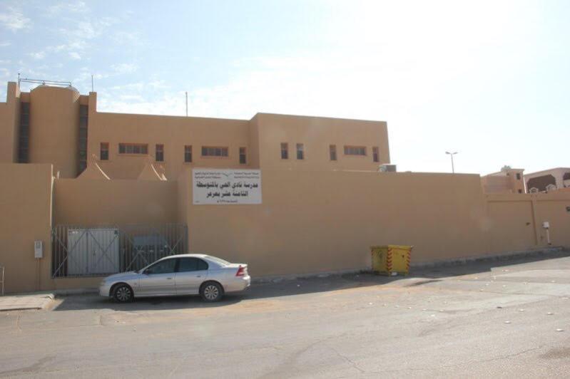 سكان نسيم #عرعر يعيدون طلاء مدرستين عبث بهما مراهقون2016-01-18