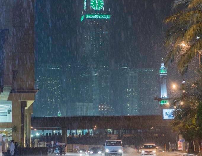 مدني العاصمة المقدسة: لا تخاطروا واحذروا الصعق الكهربائي بسبب الطقس