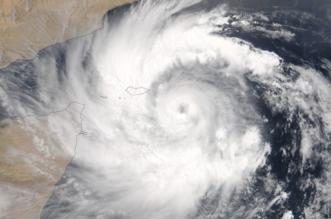 إعصار ميكونو يصل الدرجة الثانية.. سرعة الرياح 144 كم/ساعة والأمواج 8 أمتار - المواطن