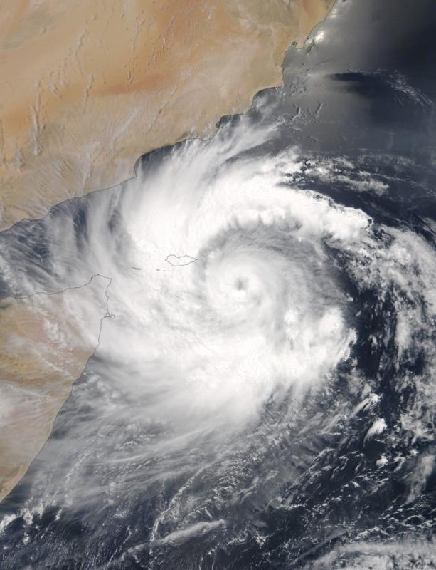 الأرصاد تحذر: إعصار مكونو يصل هذه المناطق فجرًا
