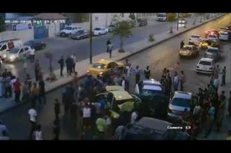 بالفیدیو.. تصادم وجهاً لوجه بین دوریة للشرطة ولیموزین - المواطن