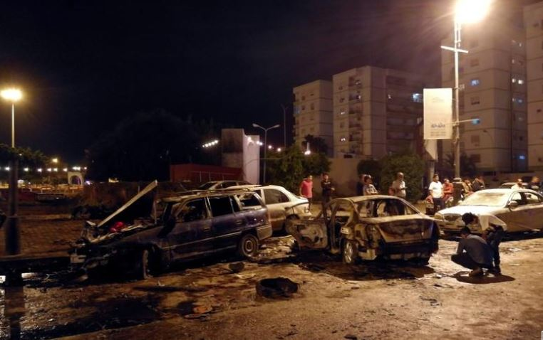 سيارة ملغومة تقتل وتصيب 17 بعد الإفطار في ليبيا