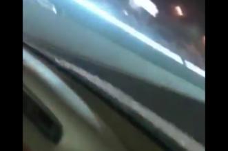 شاهد.. سيارة مسرعة تعكس السير على طريق قباء بالمدينة - المواطن