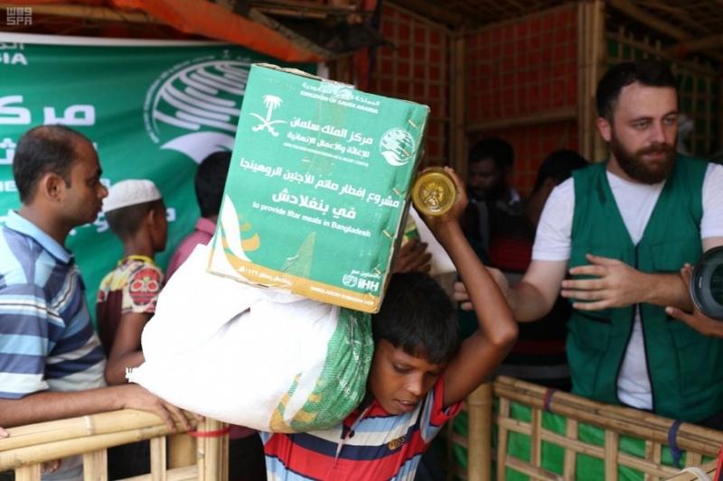 مركز الملك سلمان للإغاثة يدشن توزيع السلال العذائية للاجئي الروهينجا - المواطن