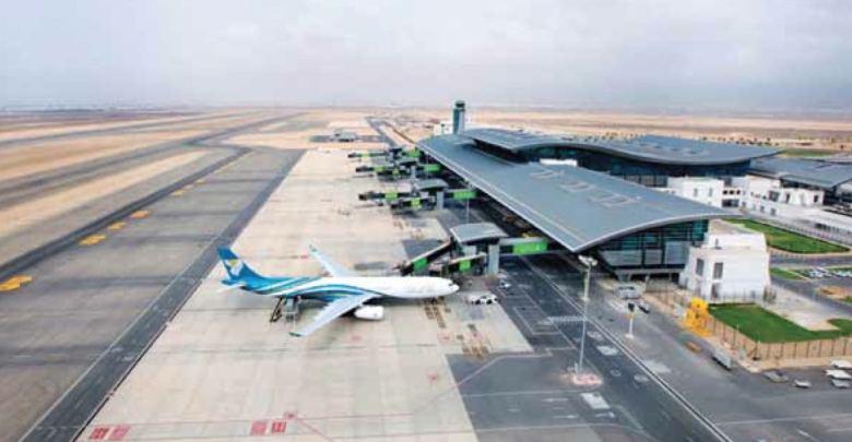 تمديد إغلاق مطار صلالة بسبب إعصار مكونو