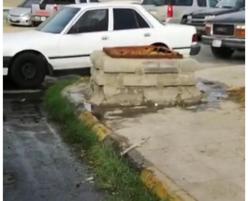 مواطن يوثق بالفيديو.. تدفق مياه الصرف أمام سوق السمك بخميس مشيط